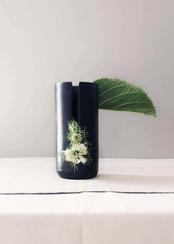 Flora collection, vaso alto decorativo con tagli by Marianna Milione designer
