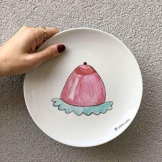 """Regali di Natale illustrati: piattino """"Tetta budino"""" di Piattini Davanguardia. Dal blog di Marianna Milione"""
