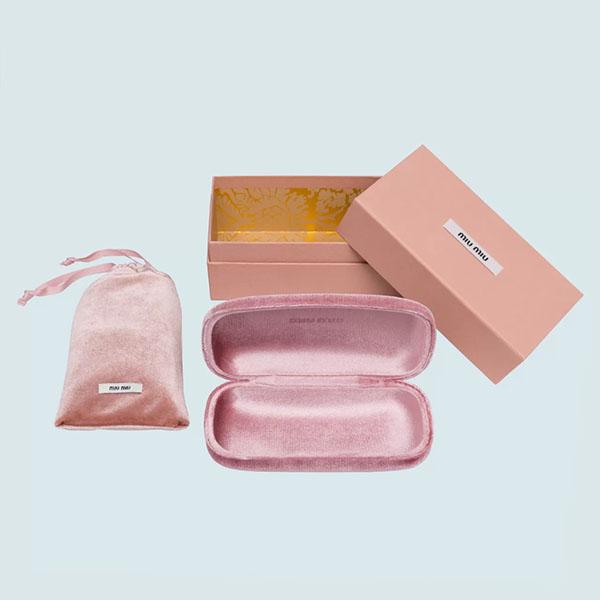 Packaging degli occhiali Miu Miu. Dal blog di Marianna Milione