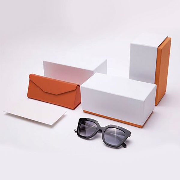 Packaging degi occhiali Evaristo Reira. Dal blog di Marianna Milione