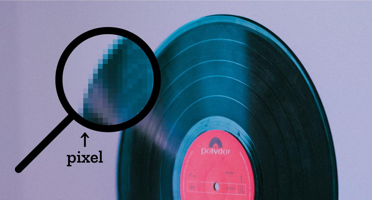Esempio di ingrandimento di immagine raster. Foto di Kobu Agency da Unsplash. Dizionario di grafica di Marianna Milione
