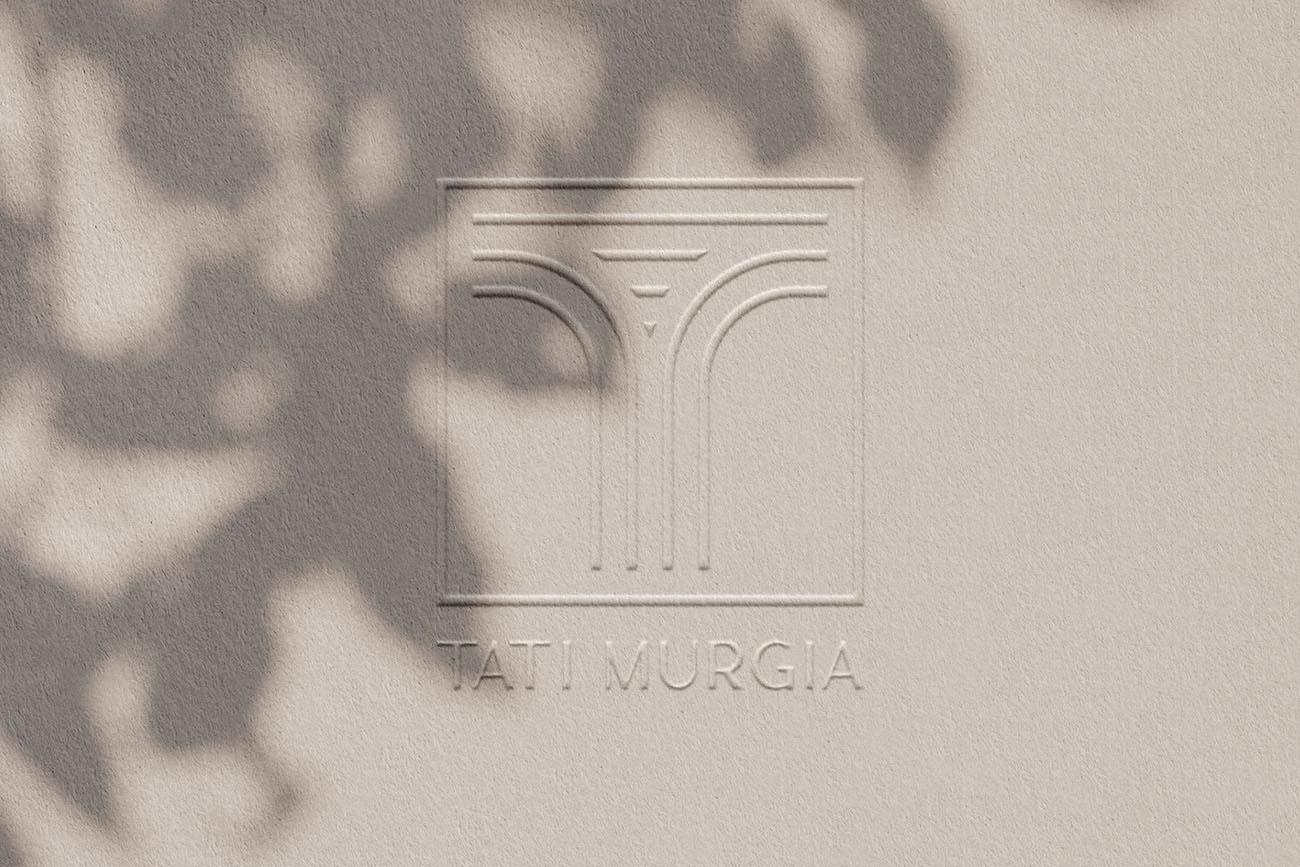 Logo principale in rilievo per Tati Murgia, grafica di Marianna Milione